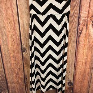 A.n.a. Chevron Print Maxi Skirt Size Small